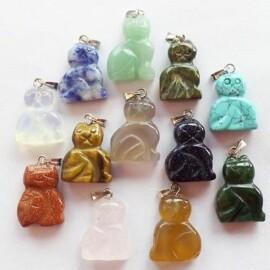 Macska formájú ásvány medál