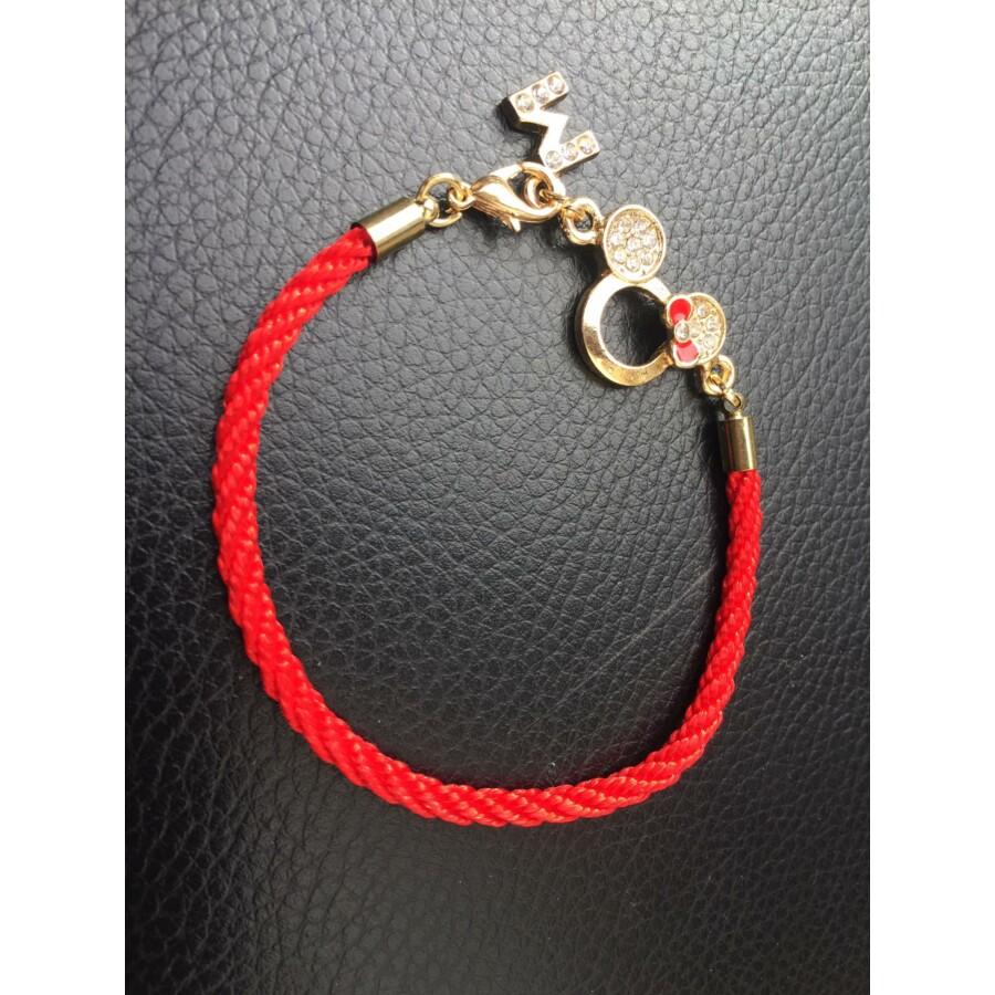 Piros fonott karkötő Minnie medállal