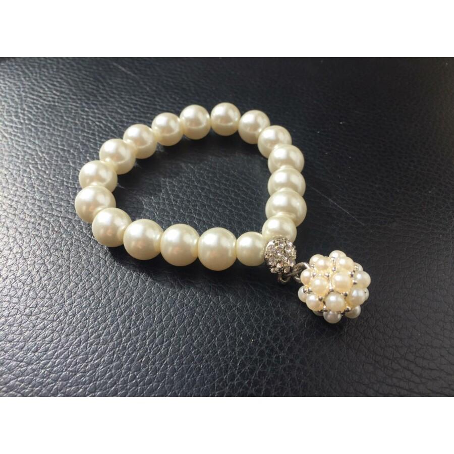 Fehér gyöngy karkötő gyöngygömbbel
