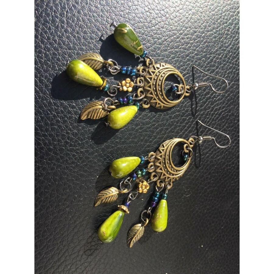 Csepp alakú fülbevaló oliva zöld színben
