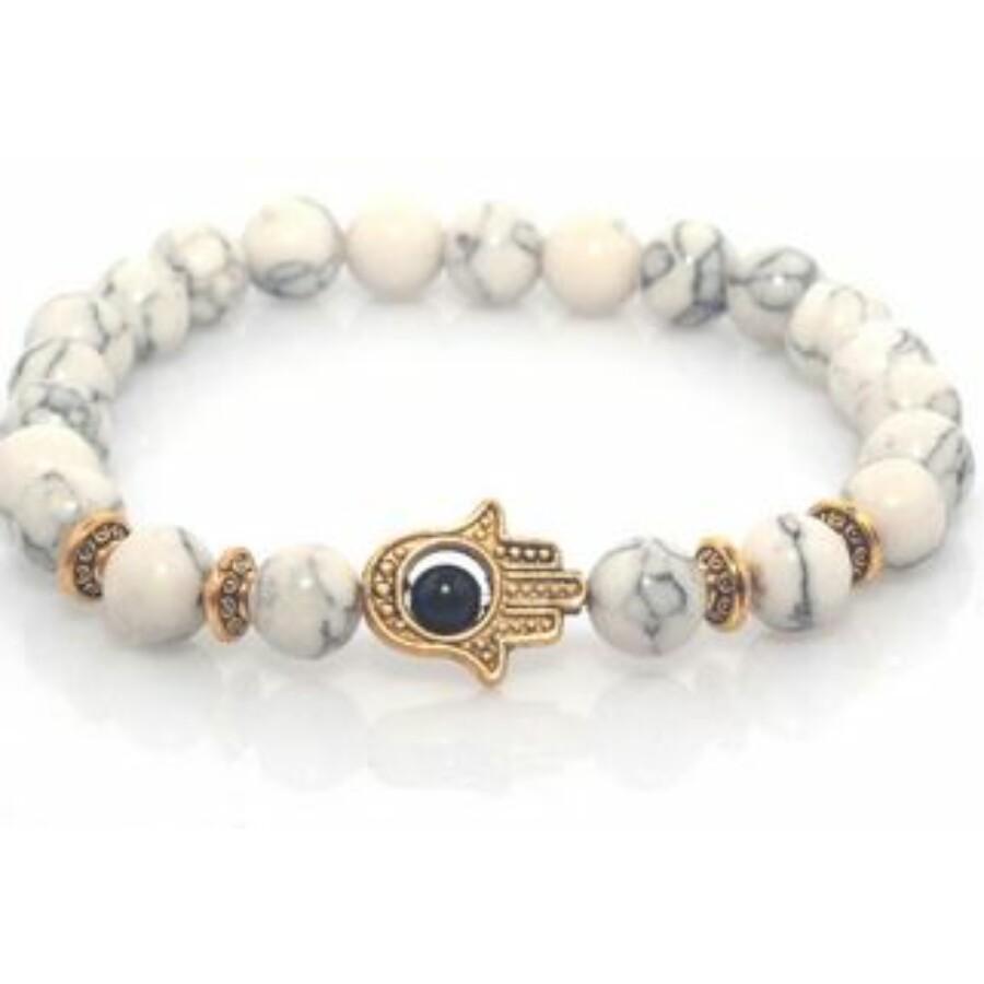 Fatima keze arany színű medállal, fehér gyöngy karkötő