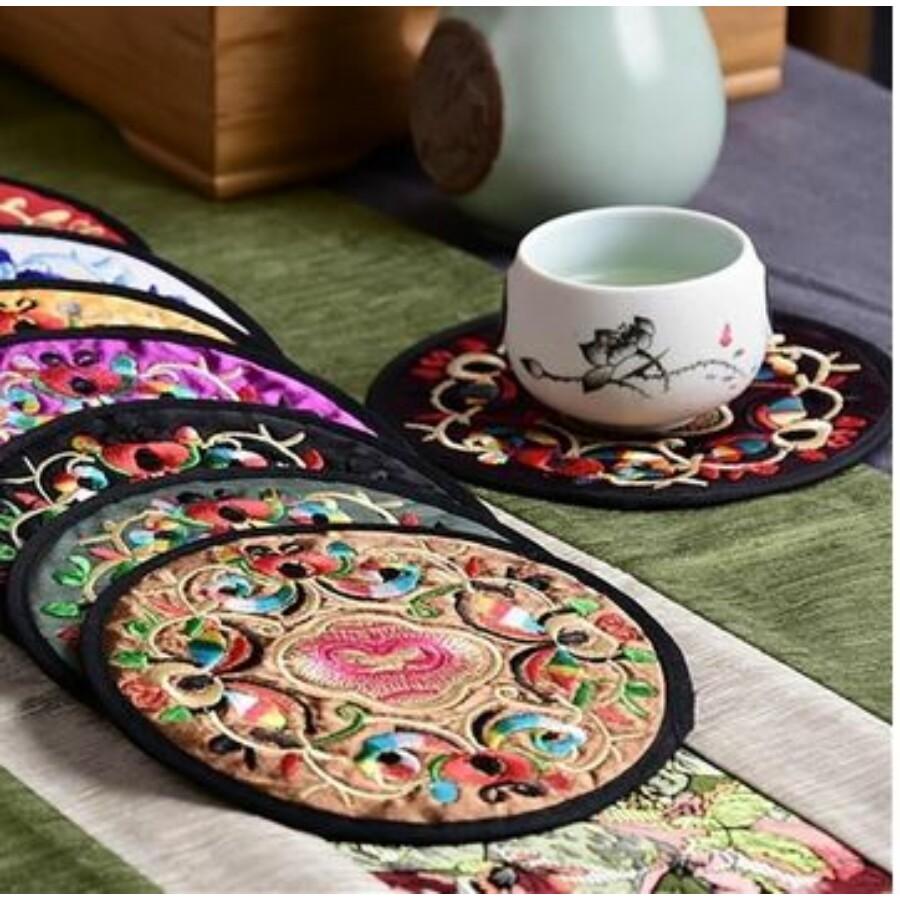 Tibeti hímzett poháralátét barna színű