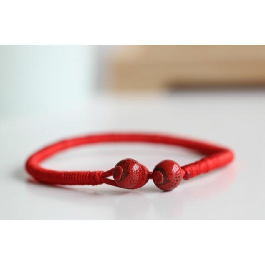 Kabbala szerencse karkötő piros gyönggyel